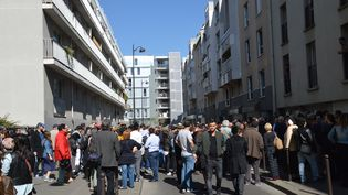 Des centaines de personnes sont rassemblées à Paris, le 9 avril 2017, pour rendre hommage à Sarah Halimi. (CITIZENSIDE / ALPHACIT NEWCIT)