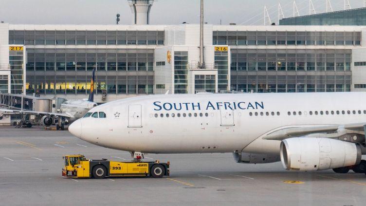 Un appareil de la compagnie nationale South African Airways photographié sur le tarmac de l'aéroport de Munich le 19 novembre 2019. (NICOLAS ECONOMOU / NURPHOTO)