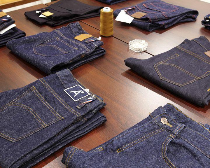 Jeans dans la boutique Ambassade-Excellence (18, rue du Vertbois) à Paris (CHRISTOPHE BOUQUET)