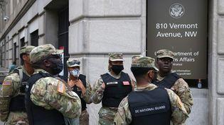 Des membres de la garde nationale lors d'une manifestation contre les violences policières et le racisme à Washington (Etats-Unis), le 6 juin 2020. (TASOS KATOPODIS / GETTY IMAGES NORTH AMERICA / AFP)