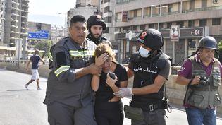 Des personnes fuient des fusillades en marge d'une manifestation le 14 octobre à Beyrouth (Liban). (HOUSSAM SHABARO / ANADOLU AGENCY)