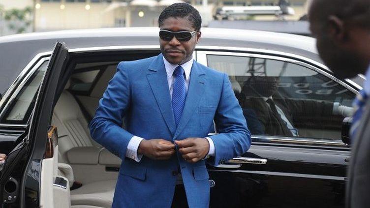 Teodorin Nguema Obiang, fils du président de Guinée équatoriale Teodoro Obiang et vice-président du pays en charge de la sécurité et de la défense, arrive à la cathédrale de Malabo pour célébrer son 41e anniversaire,le 25 Juin, 2013 (AFP PHOTO / JEROME LEROY)
