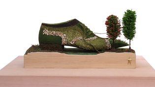 Formé chez les Compagnons du devoir, élevé au rang de Maître d'Art en 2008, Pierre Corthay réalise des chaussures sur-mesure pour une clientèle masculine française et internationale. Des pièces au dessin classique mais auxquelles il sait toujours ajouter une touche contemporaine, un vernis, une couleur électrique, une peausserie exotique… Sans oublier la grande attention qu'il accorde à la personnalité de son commanditaire.  (Pierre Corthay)