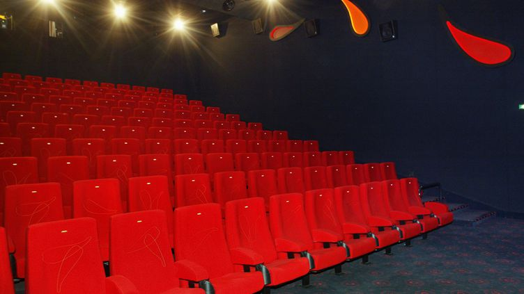 Une salle de cinéma vide à Amiens (Somme). (AFP)