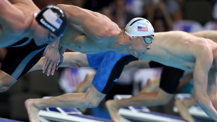 Michael Phelps sur le plot de départ avec son éternel rival Ryan Lochte à ses côtés (TOM PENNINGTON / GETTY IMAGES NORTH AMERICA)