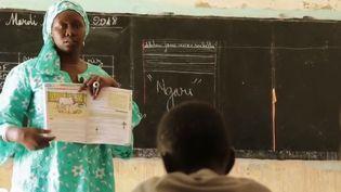 Au Sénégal, le français est en recul au profit non pas de l'anglais, mais de la langue, le wolof. (FRANCE 2)