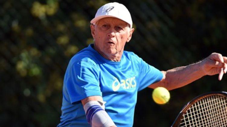 Henri Crutchet a remporté le titrede champion du monde de tennis chez les plus de 85 ans. (FÉDÉRATION INTERNATIONALE DE TENNIS)