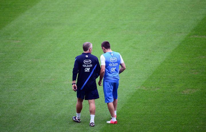 Didier Deschamps et Franck Ribéry discutent à Clairefontaine