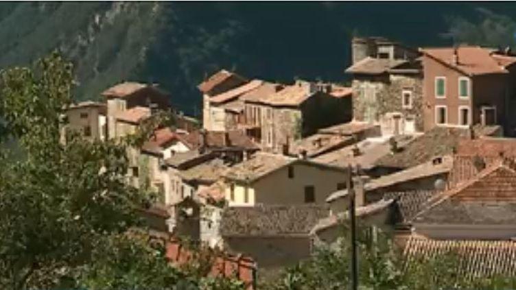 Dans les Alpes-Maritimes, le maire du village de Marie a eu une idée originale pour restaurer son église. (FRANCE 3)