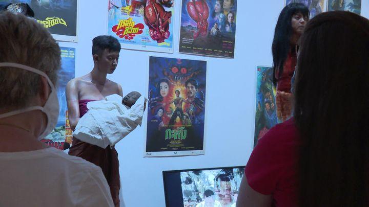 Le fantôme denamnak et de son enfant exposé au Musée départemental des Arts Asiatiques de Nice (L. Querin  / France Télévisions)