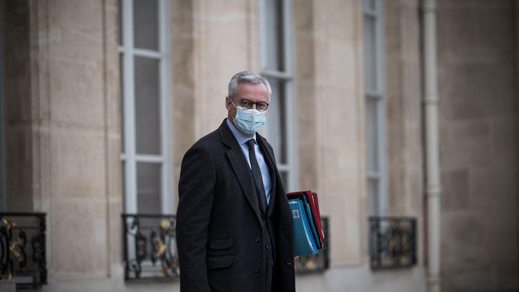Le ministre de l'Economie et des Finances, Bruno Le Maire, quitte le palais de l'Elysée, à Paris, le 2 décembre 2020. (ARTHUR NICHOLAS ORCHARD / HANS LUCAS / AFP)