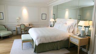 Une chambre du Grand Hotel de Saint-Jean-Cap-Ferrat (Alpes-Maritimes), le 6 mai 2011. (VALERY HACHE / AFP)