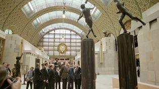 L'inauguration du musée d'Orsay en 1986 avec le président François Mitterrand, son prédécesseur Valéry Giscard d'Estaing et le Premier ministre Jacques Chirac. (JEAN-LOUP GAUTREAU / AFP)