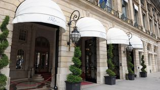 Le Ritz, place Vendôme à Paris, est en rénovation depuis 2012. (ERIC PIERMONT / AFP)