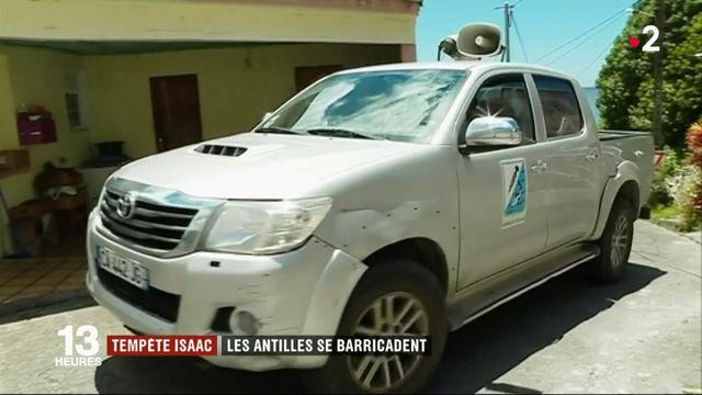 Tempête Isaac : les Antilles se barricadent