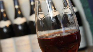 Illustration d'un verre de vin rouge. (JEAN FRANCOIS FREY / MAXPPP)