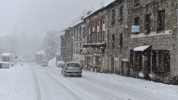 La neige tombe à Saint-Etienne (Loire), le 29 octobre 2018. (MAXPPP)