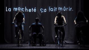 """""""Les petites reines"""" : une pièce optimiste qui épingle les réseaux sociaux (Capture d'écran France 3)"""