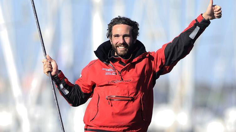 Le skipper français Tanguy de Lamotte lors de son arrivée aux Sables-d'Olonne (Vendée), le 17 février 2013. (JEAN-SEBASTIEN EVRARD / AFP)