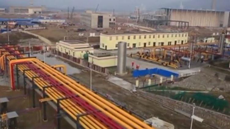 Avec 31 500 milliards de m3 de gaz de schiste la Chine est la première réserve mondiale de gaz de schiste, même les Etats-Unis n'en ont pas autant. Mais l'utilisation de ce gaz reste encore controversée  (FRANCEINFO)