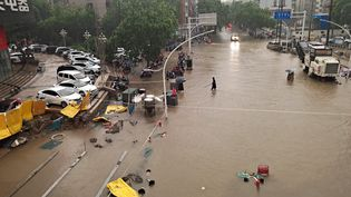 Une inondation àZhengzhou (Chine) le 20 juillet 2021. (YUAN XIAOQIANG / IMAGINECHINA / AFP)