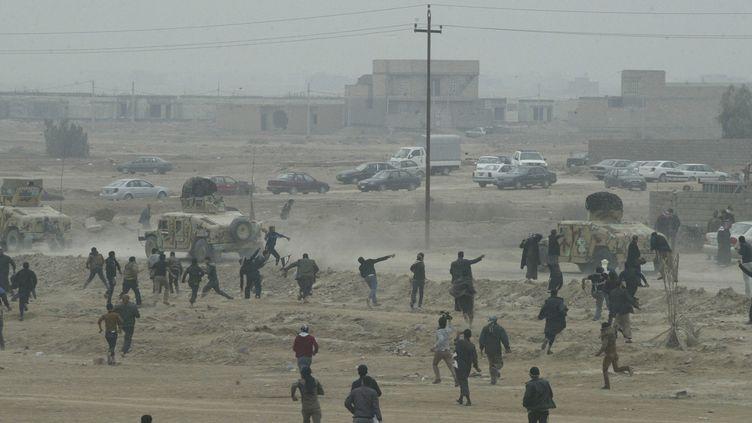 Des manifestants sunnites hostiles au pouvoir, à Falloujah (Irak), le 25 janvier 2013. ( REUTERS)