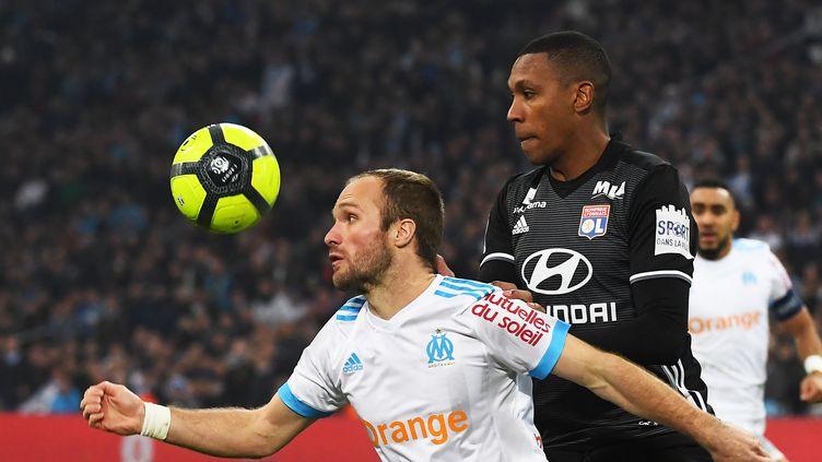 Valère Germain au duel avec Marcelo  (ANNE-CHRISTINE POUJOULAT / AFP)