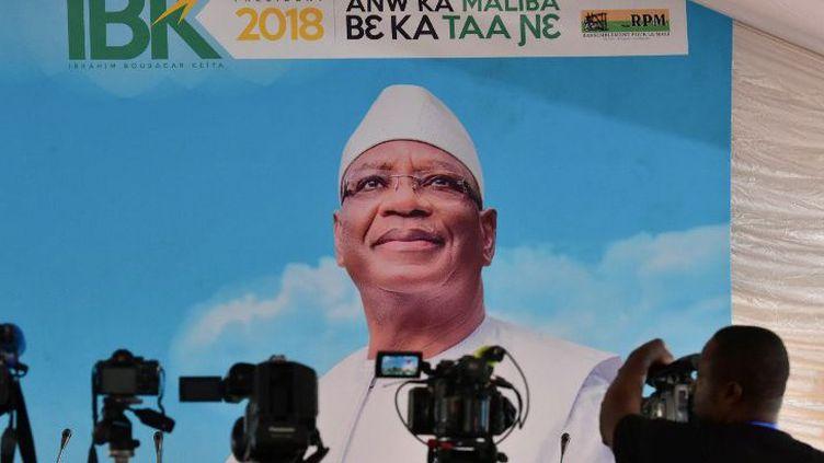 Affiche électorale du président malien sortant, Ibrahim Boubacar Keita, lors d'une conférence de presse à son QG de campagne à Bamako le 30 juillet 2018. (ISSOUF SANOGO / AFP)