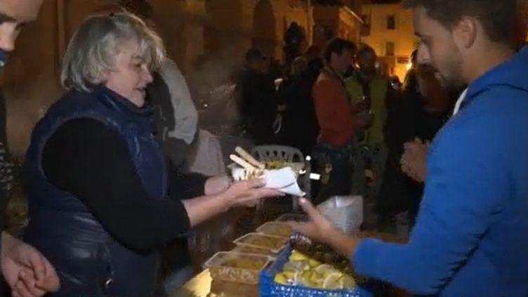 Mercredi 7 octobre, cinq jours après le passage de la tempête Alex dans les Alpes-Maritimes, Breil-sur-Roya, Tende et Saint-Martin-Vésubie sont encore coupés du monde. La solidarité entre les habitants continue. (FRANCE 3)