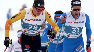 L'Italien Paolo Ventura (à droite), lors du skiathlon 2 x 15 km des Mondiaux de ski nordique le 27 février 2021, et toute l'équipe d'Italie ont quitté les Mondiaux de cas positifs au coronavirus (KARL-JOSEF HILDENBRAND / DPA)