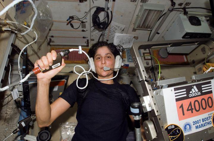 Le temps de sa participation au marathon de Boston, en 2007, Sunita Lyn Williams a fait trois fois le tour de la Terre. (NASA / WIKICOMMONS)