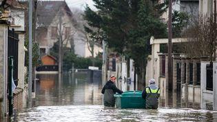 Une rue inondée deVilleneuve-Saint-Georges (Val-de-Marne), le 26 janvier 2018. (MAXPPP)