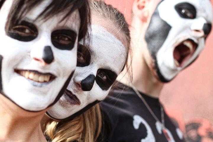 Tenues et maquillages d'enfer de rigueur au Hellfest.  (Romain Boulanger / Presse Ocean / MaxPPP)