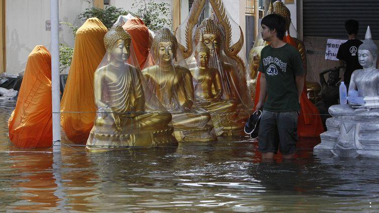 La banlieue nord de Bangkok est déjà complètement inondée (SS/Reuters)