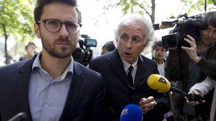 Matthieu de Vallois (à gauche) etGilles-Jean Portejoie, les avocats de Sid Ahmed Ghlam, soupçonné d'avoir projeté un attentat contre deux églises en région parisienne, à Paris, le 24 avril 2015. (KENZO TRIBOUILLARD / AFP)