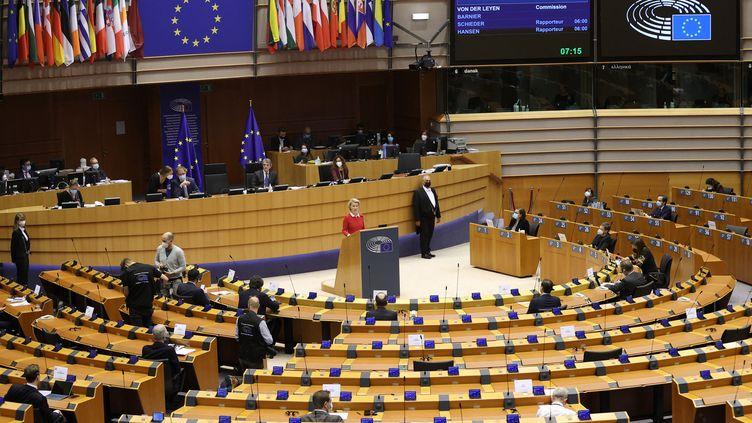 Bruxelles, 27 avril 2021 en Belgique. Séance plénière de la Commission européenne présidée par Ursula bon der Leyen. (Illustration) (DURSUN AYDEMIR / ANADOLU AGENCY / AFP)