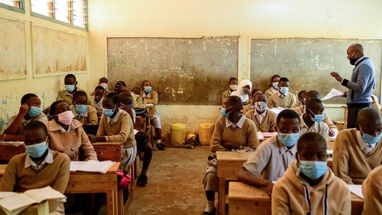 Premier jour de cours pour les élèves de l'école d'Ayany, à Kibera, le 4 janvier 2021. (GORDWIN ODHIAMBO / AFP)