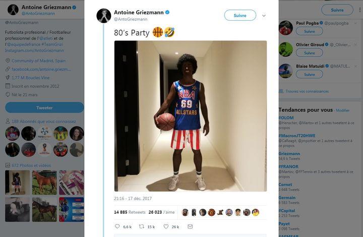Capture d'écran du compte Twitter d'Antoine Griezmann, où il a publié dimanche 19 décembre une phoot de lui déguisé en basketteur noir. (COMPTE TWITTER D'ANTOINE GRIEZMANN)