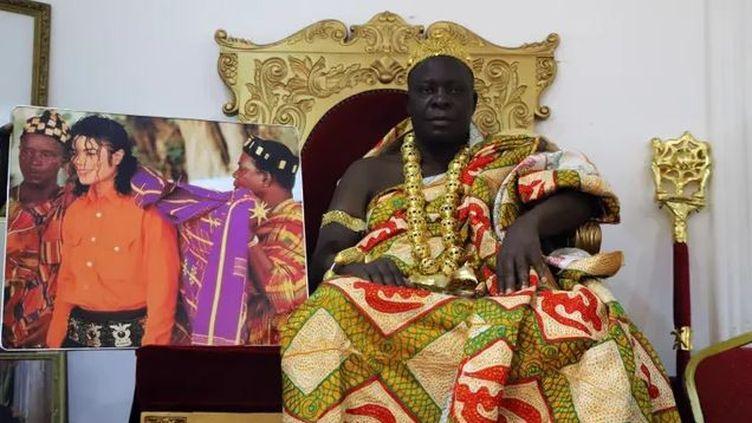 Le roi du Sanwi, royaume au Sud-Est de la Côte d'Ivoire, où eu lieu la cérémonie d'intronisation de Michael Jackson en tant que prince, lors de sa visite en 1992. (AMANDINE REAUX)
