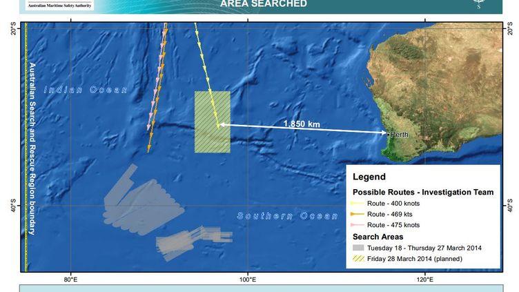 Sur cette carte figurent la zone dans laquelle est recherché,vendredi 28 mars,l'avion disparu de la Malaysia Airlines, ainsi que l'ancien périmètre observé. (AMSA )