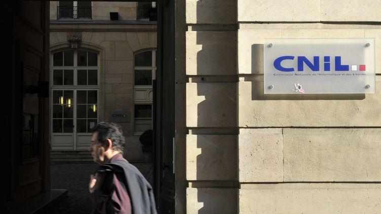 La façade du Cnil à Paris, le 8 octobre 2010. (ETIENNE LAURENT / AFP)