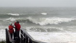 Les vagues frappent les côtes des Etats-Unis, à Carolina Beach, à l'approche de l'ouragan Joaquin, le 2 octobre 2015. (HARRY HAMBURG / AP / SIPA)