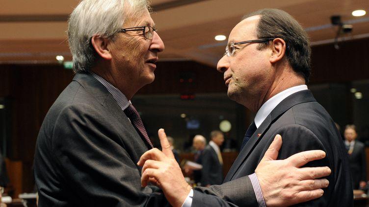 Le futur président de la Commission européenne Jean-Claude Juncker et le président français François Hollande, le 22 mai 2013, à Bruxelles (Belgique). (JOHN THYS / AFP)
