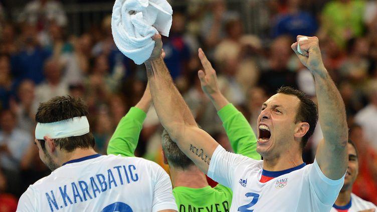 Les handballeurs français exultent après leur qualification à l'arrachée face à l'Espagne pour le dernier carré du tournoi des Jeux de Londres, le 8 août 2012. (CHRISTOPHE SIMON / AFP)