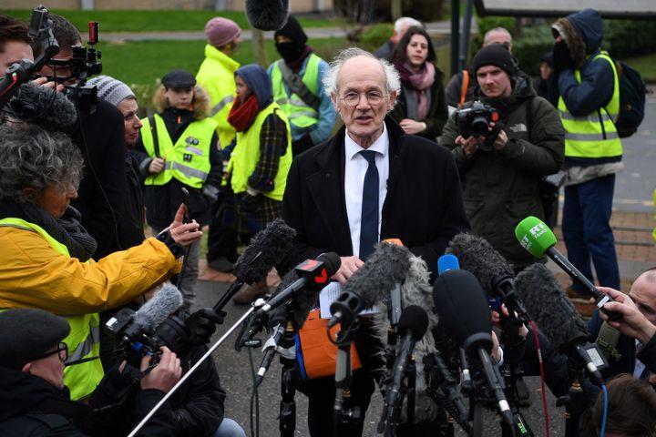 Le père de Julian Assange, John Shipton, lors de l'ouverture du procès de son fils, lundi 24 février 2020 devant le tribunal de Woolwich (Royaume-Uni). (DANIEL LEAL-OLIVAS / AFP)