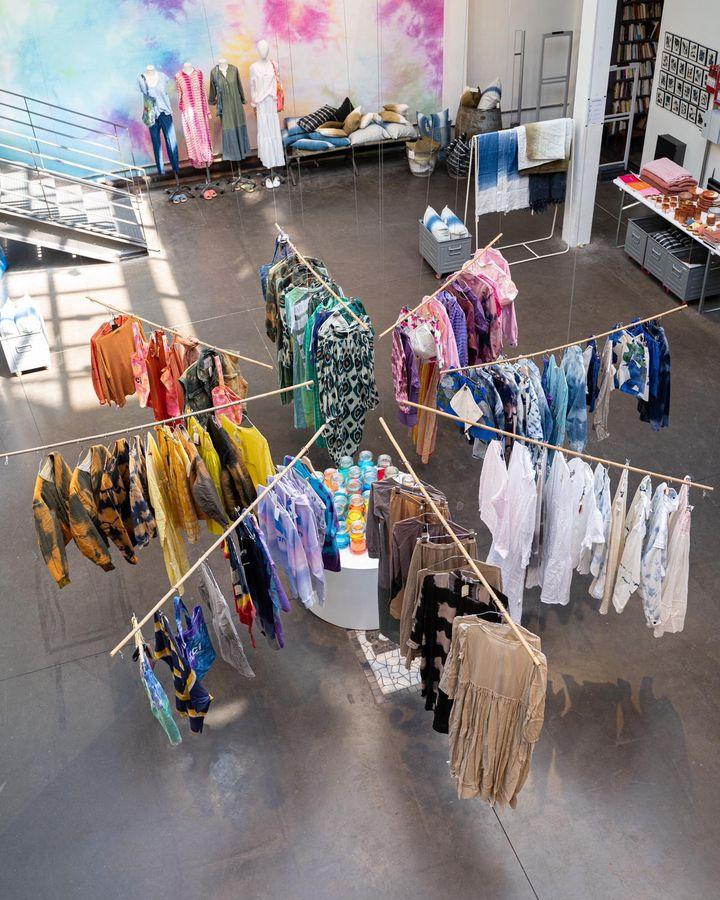 "Exposition""DipDye""  au concept-store parisien Merci (Courtesy of Merci)"