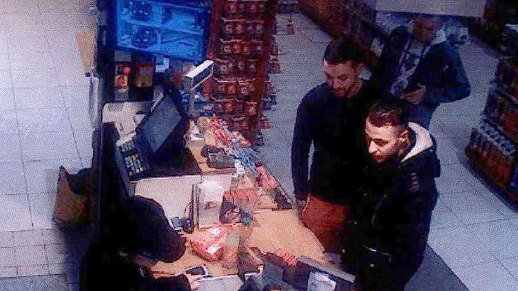 Salah Abdeslam filmé par une caméra de surveillance dans une station-service à Ressons-sur-Matz (Oise), le 11 novembre 2015, avant les attentats du 13-Novembre. (AFP / OFF)