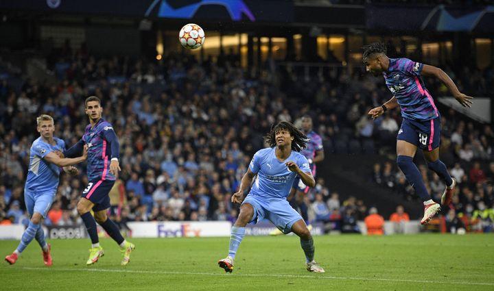Malgré la défaite du RB Leipzig, Christopher Nkunku a tout donné face à Manchester City en inscrivant le premier triplé de l'histoire de son équipe en Ligue des champions.  (OLI SCARFF / AFP)
