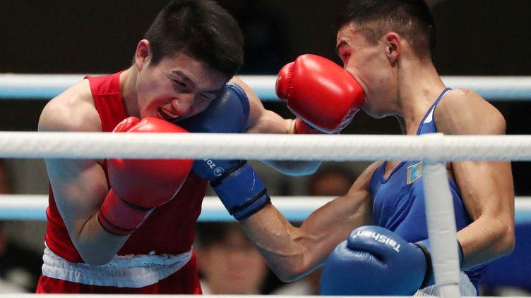 Le Kazakh Bibossinov Saken et le Japonais Tosho Kashiwazaki lors d'un combat pour le test event des Jeux olympiques, le 31 octobre 2019 à Tokyo. (KEITA IIJIMA / YOMIURI / AFP)