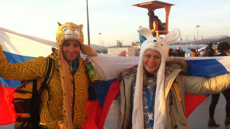 Des Russes déguisés juste avant la cérémonie d'ouverture des JO de Sotchi